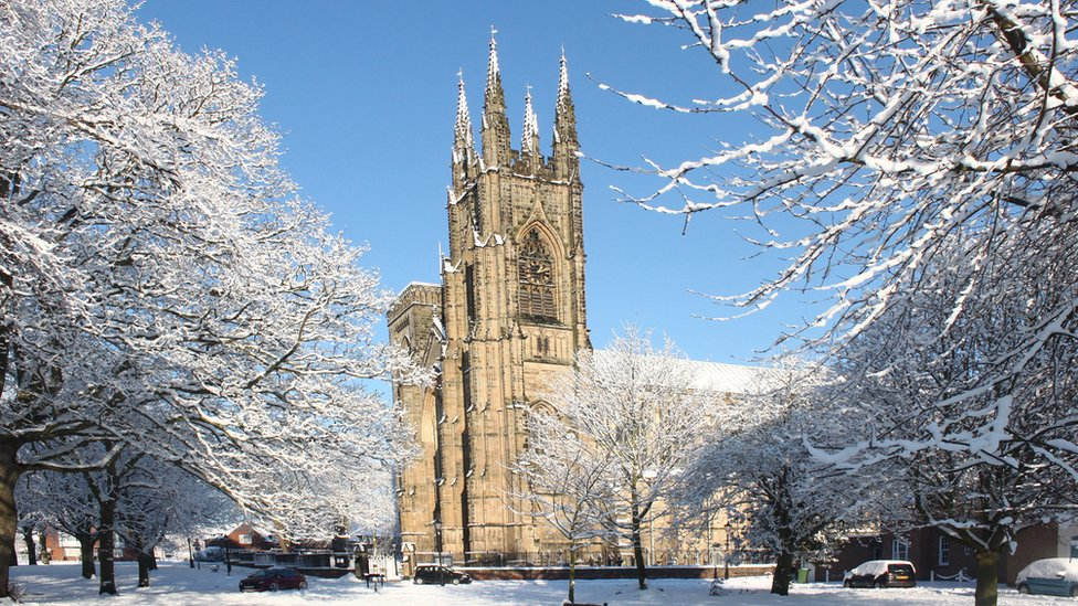 east-yorks-in-the-snow-bridlington-priory